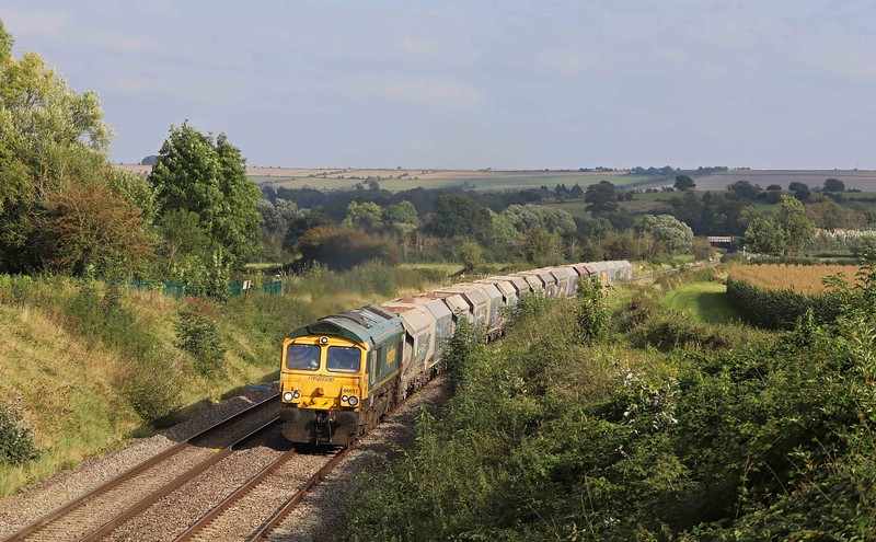 66617, 11.20 Allington-Whatley Quarry, Witchcombe Farm, Great Cheverell, nearf Devizes, 22-9-21. Delayed by late-running 7C77.