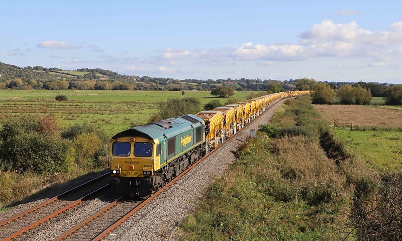 66591/66556, top-and-tail 06.40 Oxford-Taunton Fairwater Yard, via Reading, Westbury and Frome, Wick, near Langport, 10-10-21.