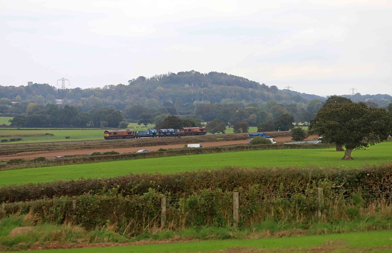 66116/66098, 08.50 Westbury-St Blazey, via Salisbury, approaching Pugham Crossing, near Burlescombe, 15-10-21.