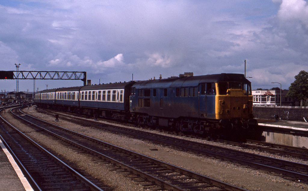 31449, up passenger, Cardiff Central, 28-8-86.
