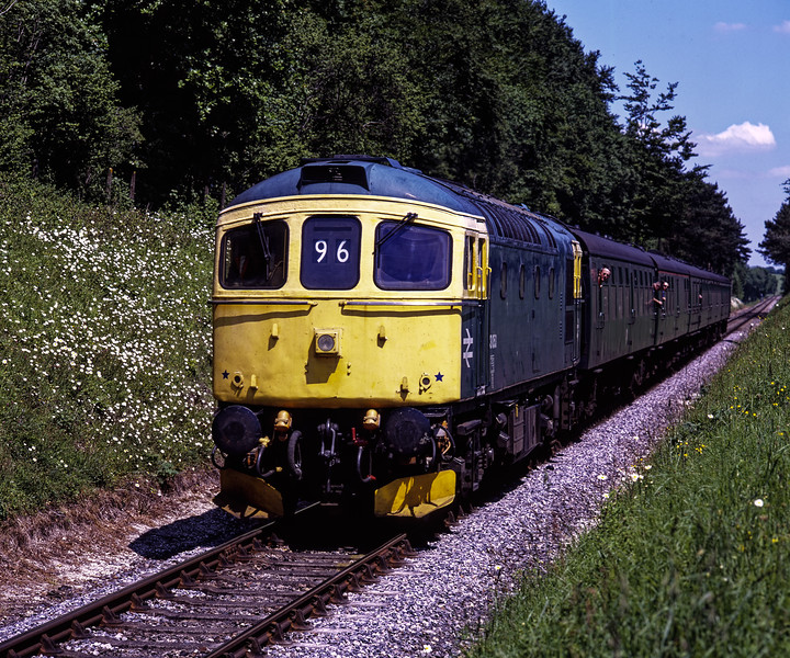 33053 approaching Milepost 56, with the 12:30 Alton - Alresford, during the Diesel Gala <br /> on 30th May 2009. Scanned Transparency.