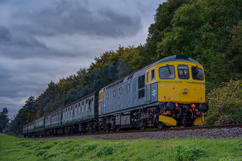 33053 at Stable Lane, with the 15:00 Alresford - Alton, on 27th October 2016.
