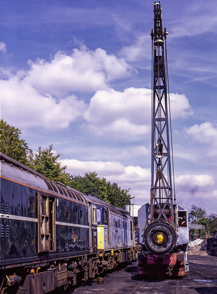 33208, 33204 and the Steam Crane in the yard at Ropley, during the transfer of the Main Generator from 204 t0 208, on 29th August 1998.  Scanned Transparency.