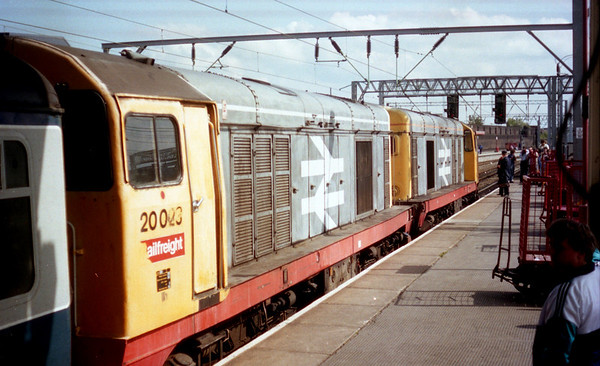 20023 (20141 on front) at Crewe ready to work 2P84 1547 Crewe - Derby. 03.08.89