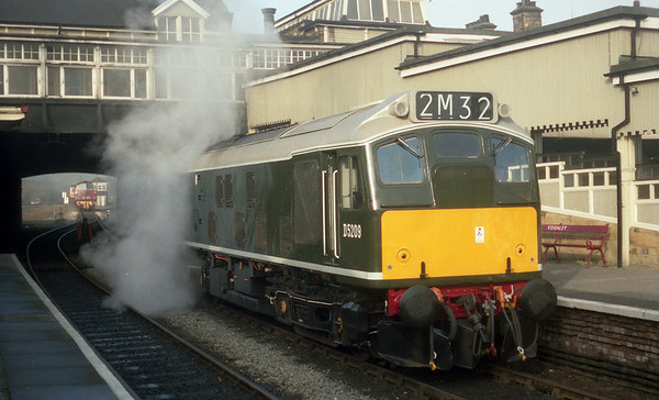 25059 (D5209) steaming away at Keighley.