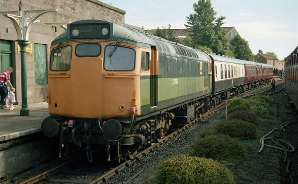 27024 at Brechin after arrival with the 1130 from Bridge of Dunn. 08.09.02