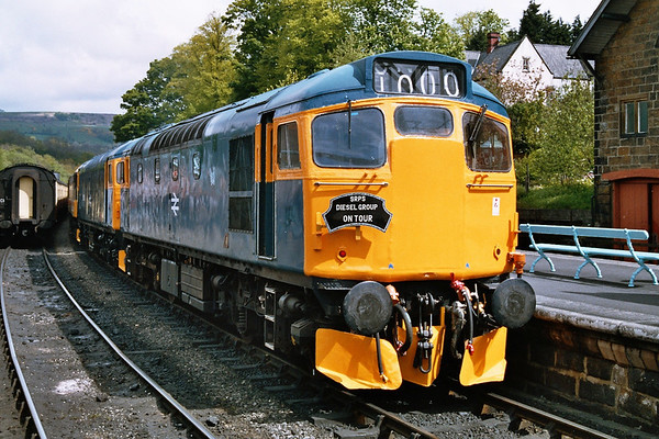 27001 relaxed in the sun at Grosmont. 14.05.05