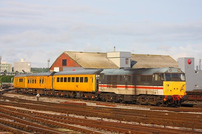 31454 on the 4Z08 Kingsland Road to Swindon via Bedminster and Bath at Bristol Temple Meads on 22nd July 2009