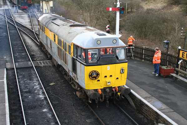 31119 shunting in Embsay. 25.03.06