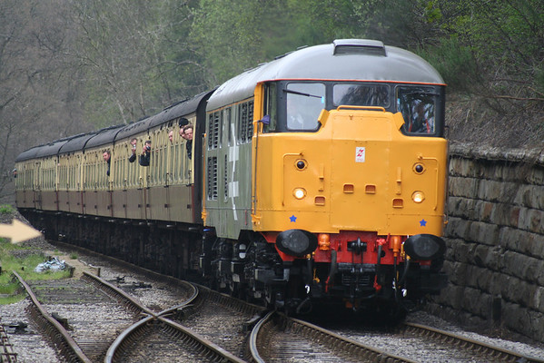 31108 approaches Goathland on the 1155 Grosmont-Pickering. 20.04.07