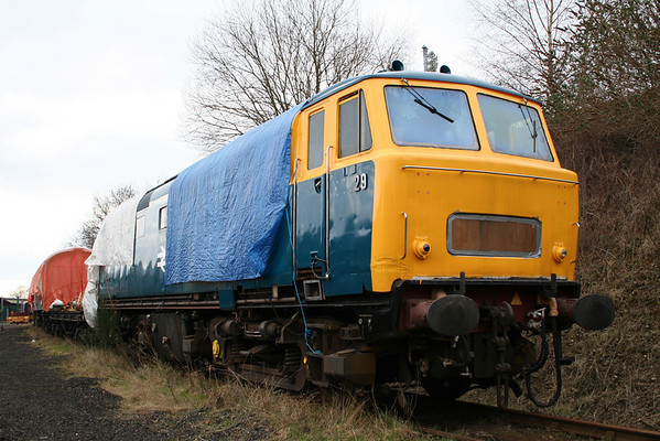 D7029 in Kidderminster loco sidings. 19.03.06
