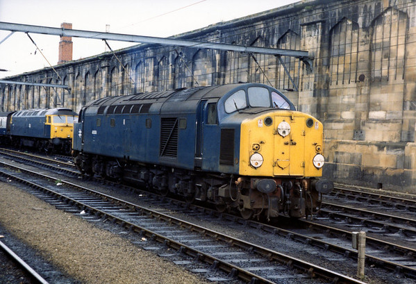 40004 at Carlisle waiting to take over a charter from Birmingham to Largs. 07.08.84