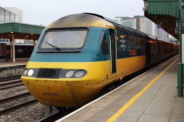 43002 at Cardiff Central on arrival on 1B42 1415 from London Paddington. 15.10.18