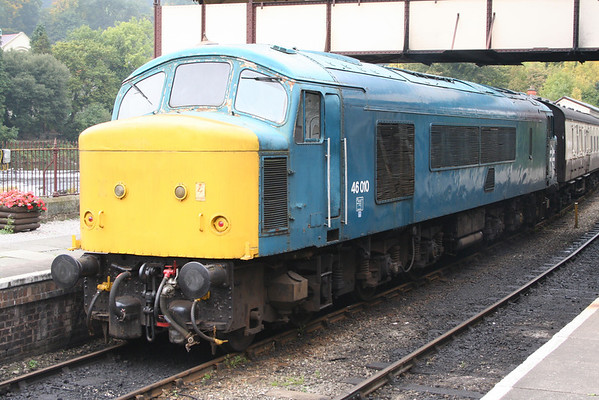 A nice close view of the faded livery on 46010. 07.10.05