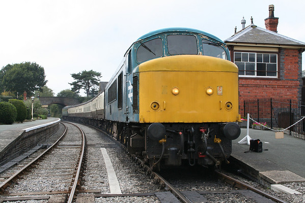 46010 awaits departure from Carrog on the 1350 to Llangollen. 07.10.05
