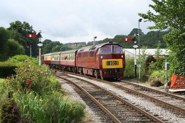 D1015 enters Ramsbottom on the 1205 Heywood - Rawtenstall. 04.07.07