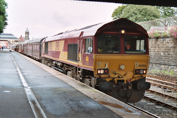 66006 waits to depart with the return of the SRPS 'The Scarborough Flyer'. 19.06.04