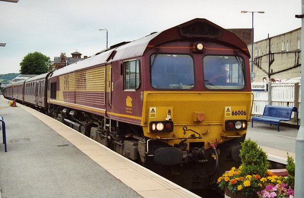 66006 at Scarborough on arrival of 1Z21 SRPS 'The Scarborough Flyer'. 19.06.04