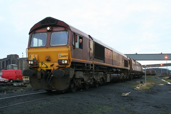 66007 about to leave Scunthorpe CHP (coal handling point) for another trip back to Immingham. 15.01.08
