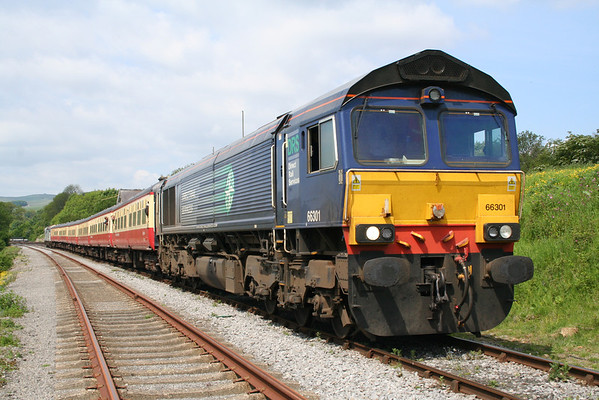 66301 at the head of the 1145 Redmire - Leeming Bar 08.06.13