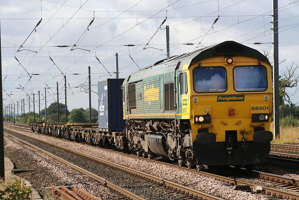 66501 passes Copmanthorpe on 4N01 Leeds - Wilton. 25.08.05