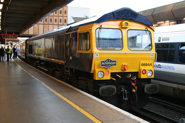 "66844 at London Bridge on Pathfinder Tours ""The Buffer Puffer 8.0"". 24.10.09"