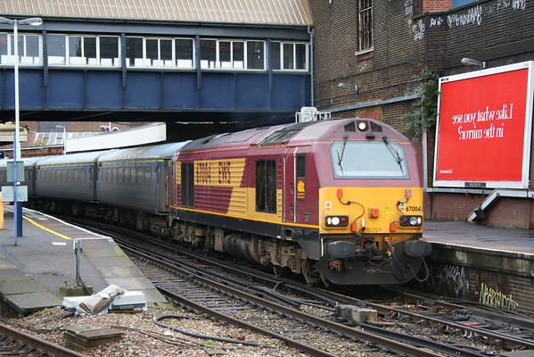 67004 departing Clapham Junction on the Serco test train. 30.09.05