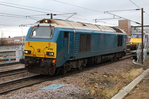 67003 comes off the front of 1E07 0830 Edinburgh Waverley - London Kings Cross at Peterborough after dragging it via Lincoln. 28.02.15