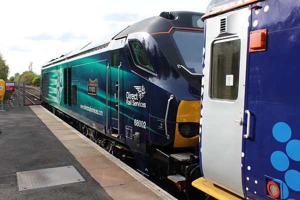 68002 at South Gyle on 2L69 1720 Edinburgh Waverley - Cardenden. 04.05.15