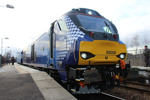 68006 at Glenrothes for Thornton on arrival of 2G13 1708 from Edinburgh. 01.04.15