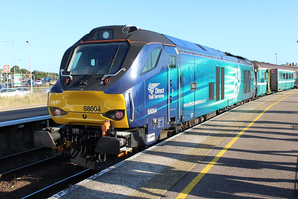 68004 at Great Yarmouth with 2P29 1717 to Norwich. 09.09.16