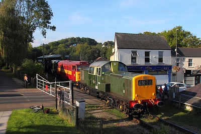 D8568+31466+D8059 on the 1645 Parkend to Lydney junction at Lydney Town on the 17th September 2017