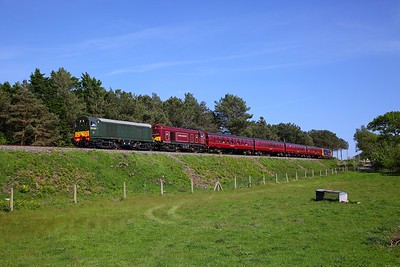 20007+20142 tnt 73136 on the 1525 Corfe Castle to Kensington Olympia Purbeck Explorer at Creech bottom on the 13th May 2018