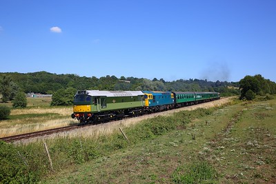 D7612 (25262) leads 33201 on the 2J15 1235 Tunbridge Wells West to Eridge at Pokehill farm on the 3rd August 2018.