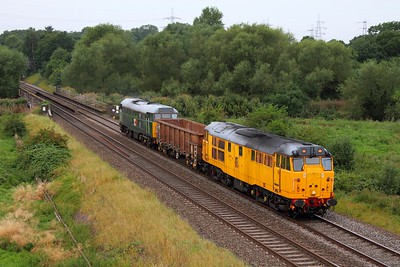31602 and 31601 top-and-tail the 6Z30 Washwood Heath to Chaddesden at Lea Marston on the 1st September 2012
