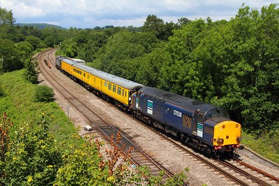 37038 leading 37601 into Miskin loop powering the 2Q88 Robeston to Newport test train on the 29th May 2011