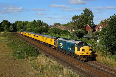 37025 tnt 37421 on 1Q52 Eastleigh Arlington circular returning from Guildford at Liss on 4 August 2020