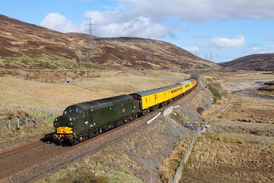 37057 tnt 37421 on the 1Q77 Mossend to Inverness at Dalnaspidal on the 15th April 2017 hires