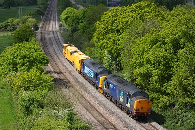 37038 leading 37194 on the 6Z80 Cardiff to Thoresby at Bulwark on the 17th May 2011
