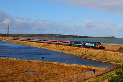 57302 tnt 37419+37682 on the 1Z58 Holyhead to North Llanrwst at Valley on the 25th October 2014