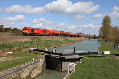 60019 on the 6B33 Theale to Margam at Crofton on the 11th April 2015
