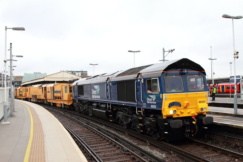 66303+DR80301+DR80303 on the 6Z10 Horsham to Willesden Brent at Clapham junction on the 3rd March 2017 3