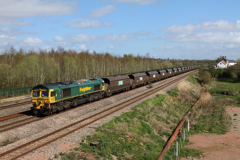 66511 on the 6B68 0925 Avonmouth to Aberthaw 186 late at Undy on the 31st March 2017