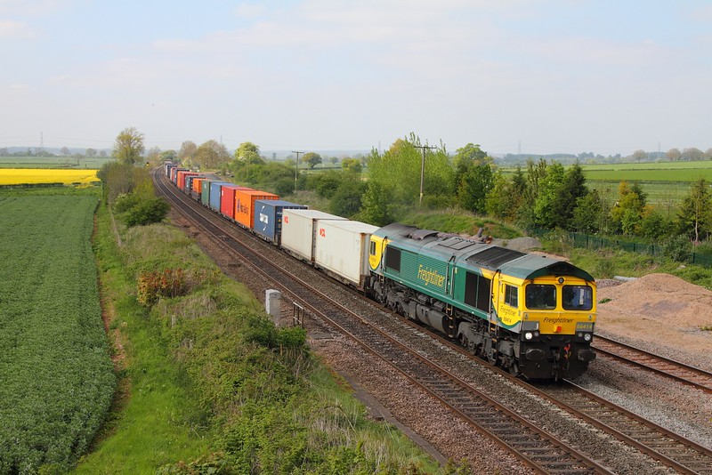 66414 on the 4O95 Leeds to Southampton at Elford on the 9th May 2017