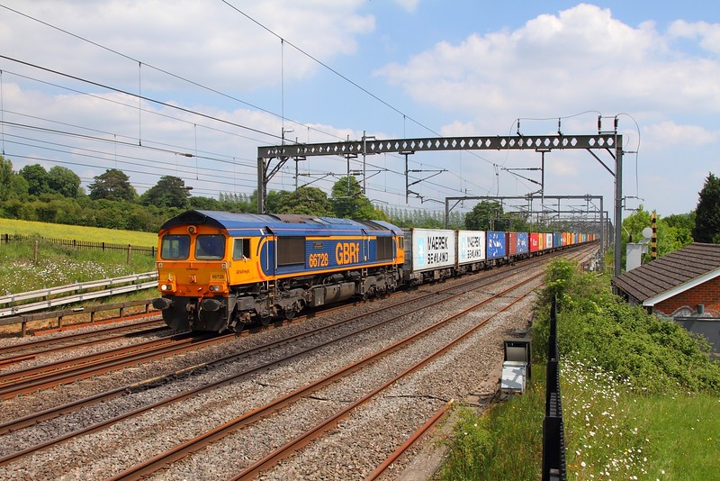 66728 on the 4M23 Felixstowe to Hams Hall at Bourne End on the 26th May 2017