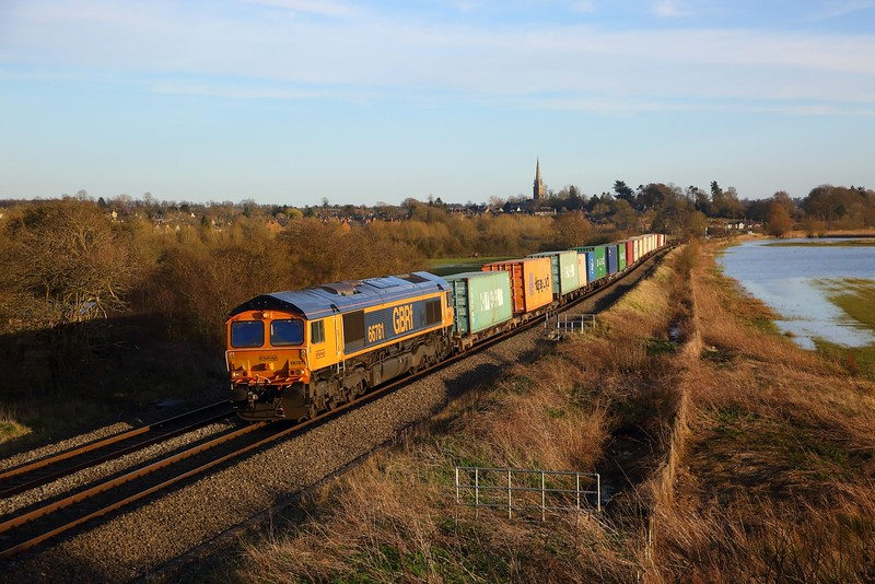 66781 on the 4M51 Southampton Western Docks to Trafford Park at Kings Sutton on the 16th March 2020