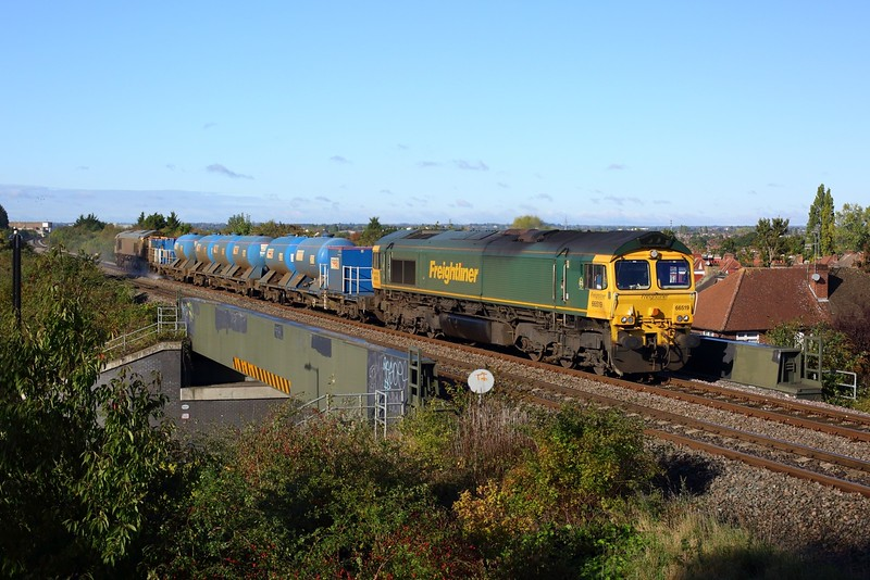 66519 leads 66507 on 3J04 0815 Reservoir sidings circular heading to London Marylebone at Northolt Park on 11 October 2020  Freightliner, Class66, RHTT