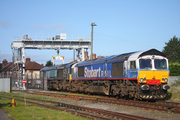 66411 leading 66422 at Bridgwater compound to work 6M67 to Crewe on 28 October 2009  DRS66, Nuclearflasks, Stobart, BristolTauntonline