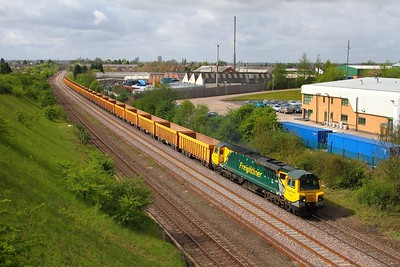 70004 6U76 Crewe Basford Hall to Mountsorrel at Thurmaston on the 9th May 2013