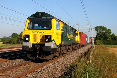 70008 powering the 4L97 Trafford Park to Felixstowe freightliner at Cathiron on the 2nd July 2011